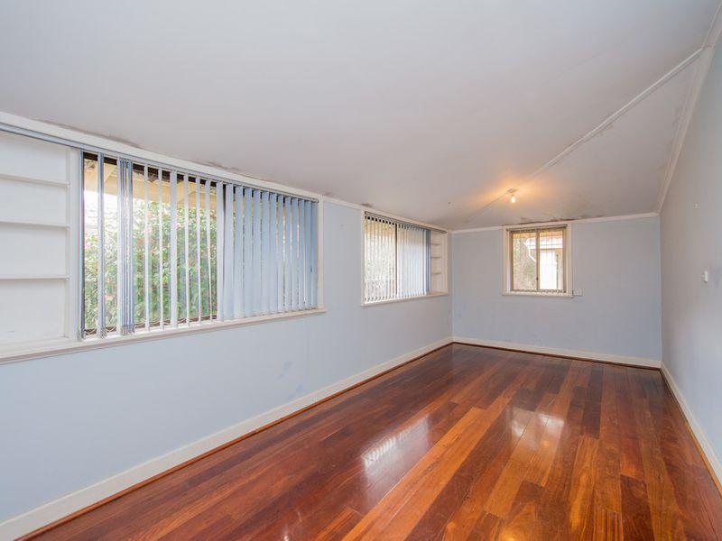 https://propertyphotos.vaultre.com.au/835/768456__reaimport-1568686710-348119-29782.jpg