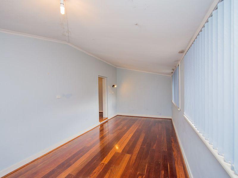 https://propertyphotos.vaultre.com.au/835/768457__reaimport-1568686710-348119-29782.jpg
