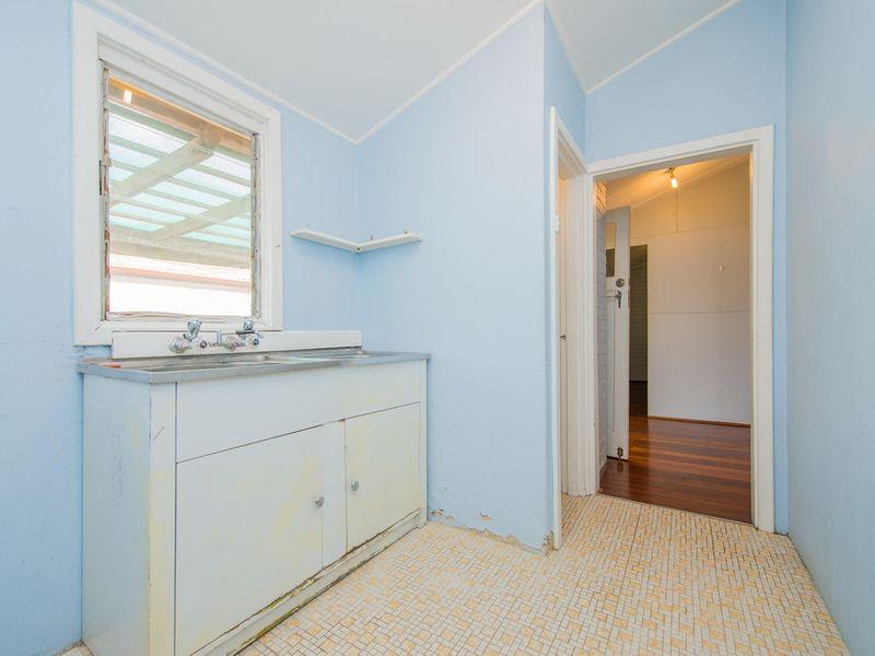 https://propertyphotos.vaultre.com.au/835/768461__reaimport-1568686711-348119-29782.jpg