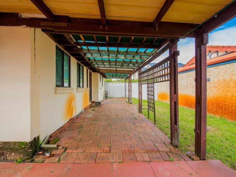 https://propertyphotos.vaultre.com.au/835/768465__reaimport-1568686713-348119-29782.jpg