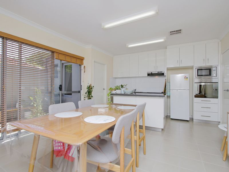 https://propertyphotos.vaultre.com.au/835/768518__reaimport-1568686728-348123-29786.jpg