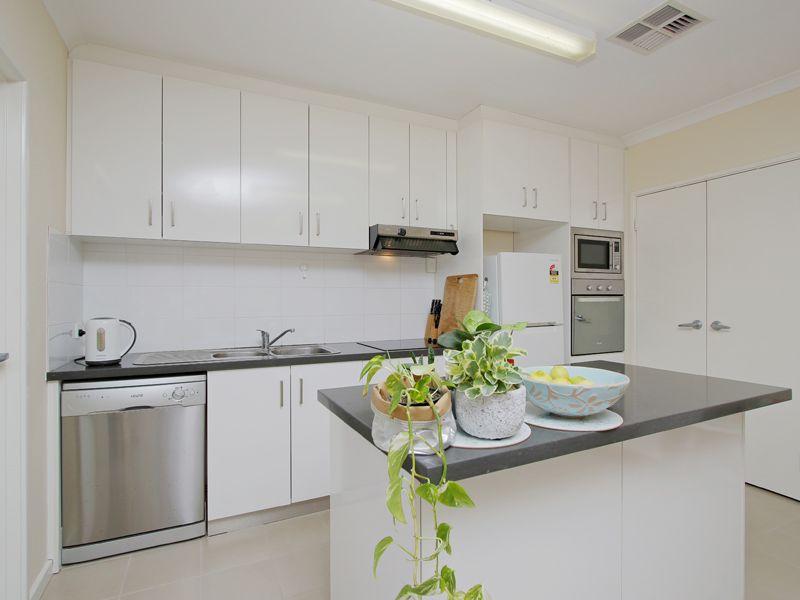 https://propertyphotos.vaultre.com.au/835/768519__reaimport-1568686729-348123-29786.jpg