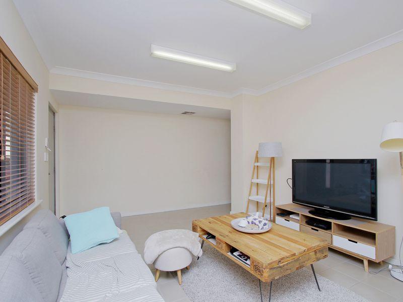 https://propertyphotos.vaultre.com.au/835/768520__reaimport-1568686729-348123-29786.jpg