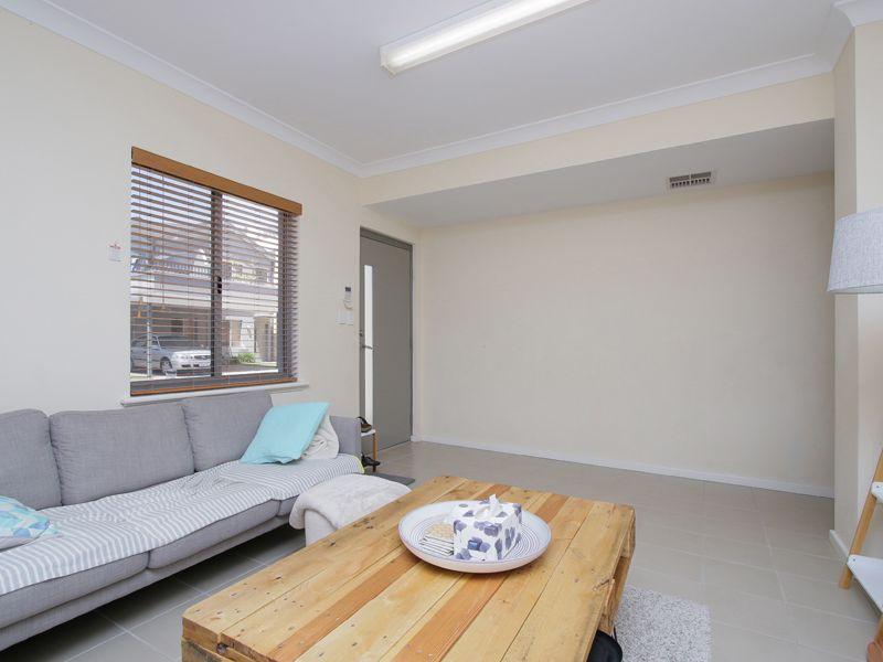 https://propertyphotos.vaultre.com.au/835/768521__reaimport-1568686729-348123-29786.jpg