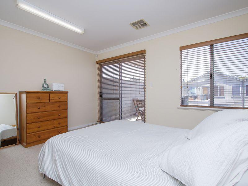 https://propertyphotos.vaultre.com.au/835/768523__reaimport-1568686730-348123-29786.jpg