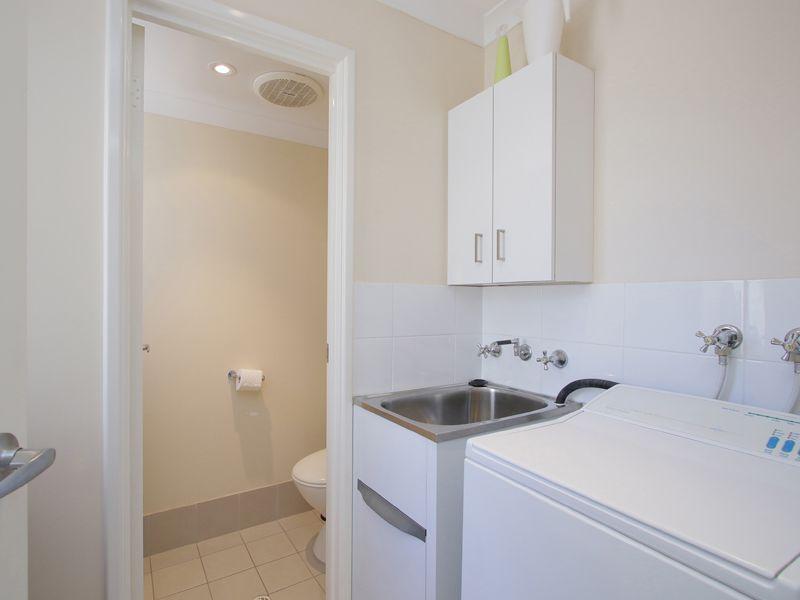 https://propertyphotos.vaultre.com.au/835/768527__reaimport-1568686731-348123-29786.jpg