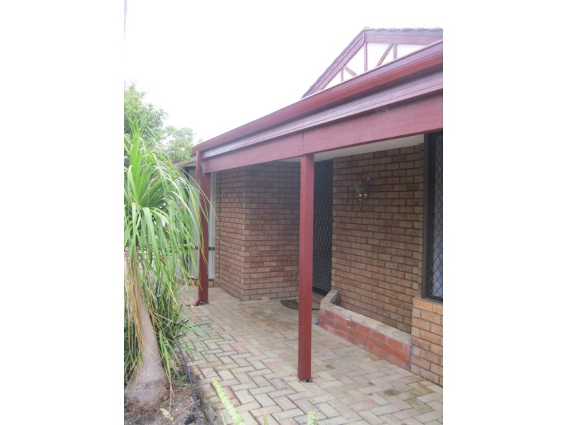 https://propertyphotos.vaultre.com.au/835/768657__reaimport-1568686772-348138-29800.jpg