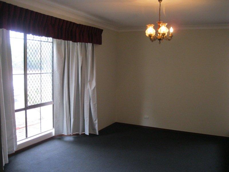https://propertyphotos.vaultre.com.au/835/768659__reaimport-1568686772-348138-29800.jpg