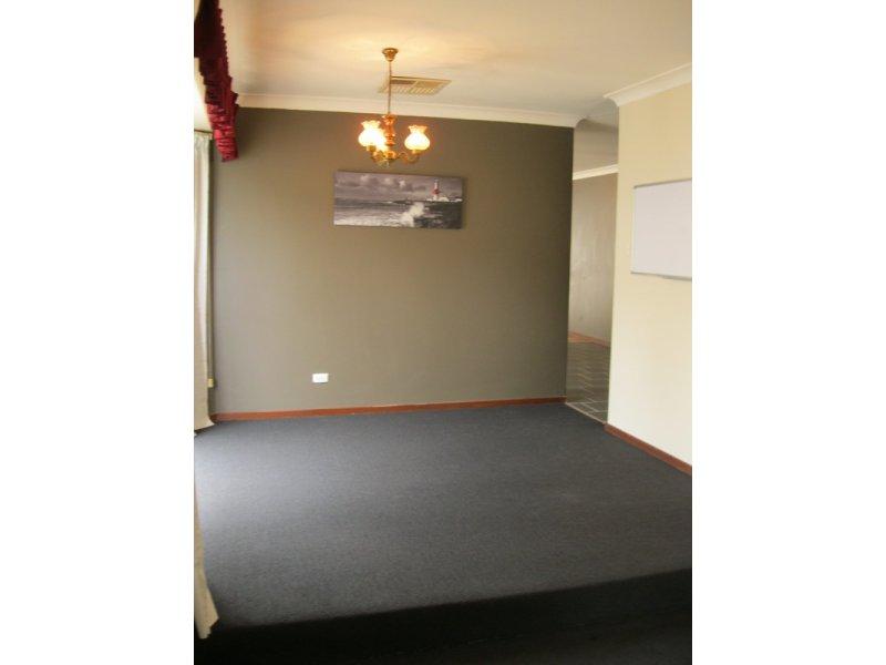 https://propertyphotos.vaultre.com.au/835/768661__reaimport-1568686773-348138-29800.jpg