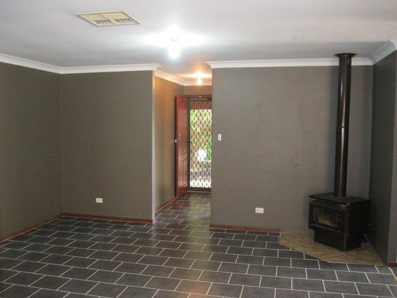 https://propertyphotos.vaultre.com.au/835/768662__reaimport-1568686773-348138-29800.jpg