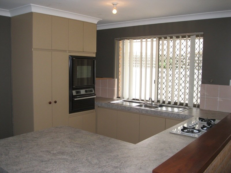 https://propertyphotos.vaultre.com.au/835/768663__reaimport-1568686773-348138-29800.jpg