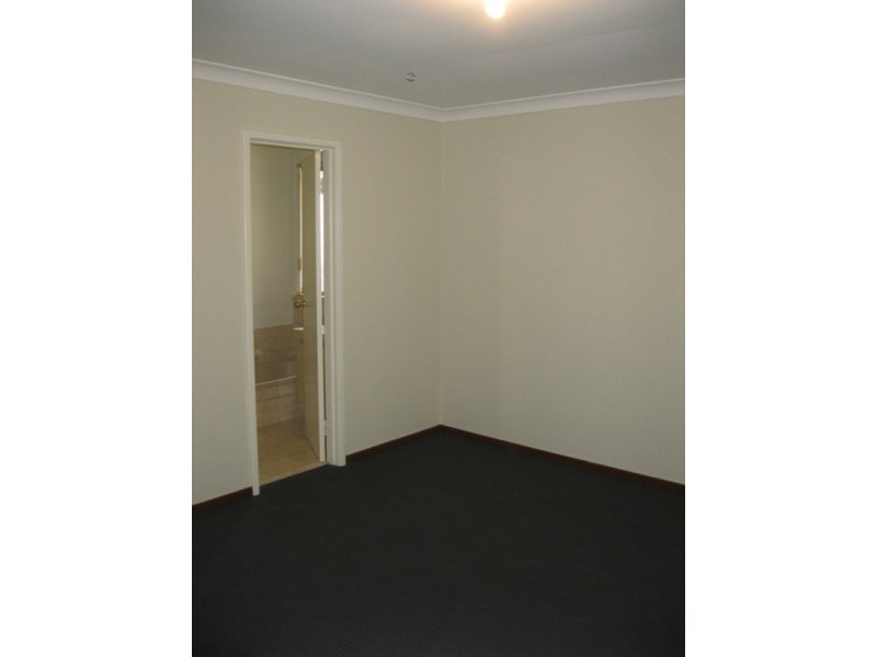 https://propertyphotos.vaultre.com.au/835/768666__reaimport-1568686774-348138-29800.jpg