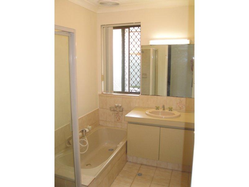 https://propertyphotos.vaultre.com.au/835/768667__reaimport-1568686774-348138-29800.jpg