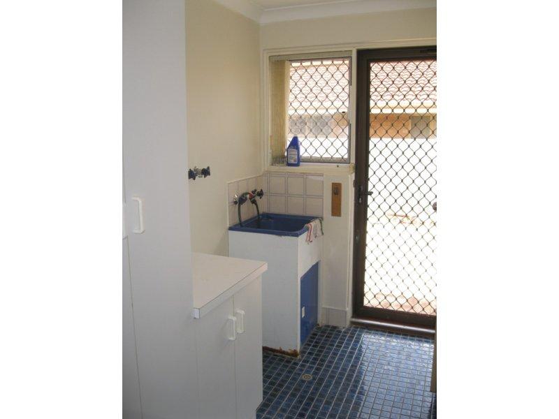 https://propertyphotos.vaultre.com.au/835/768670__reaimport-1568686775-348138-29800.jpg