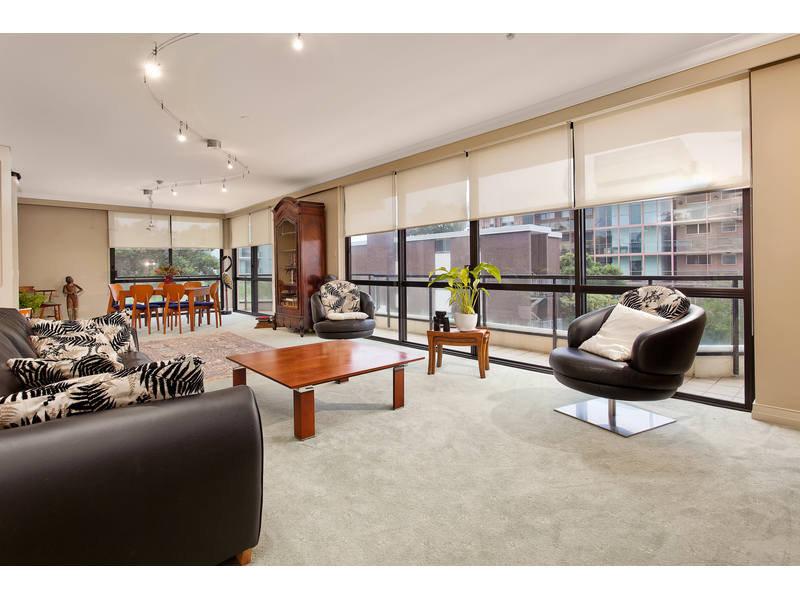 https://propertyphotos.vaultre.com.au/835/768780__reaimport-1568686804-348144-29806.jpg