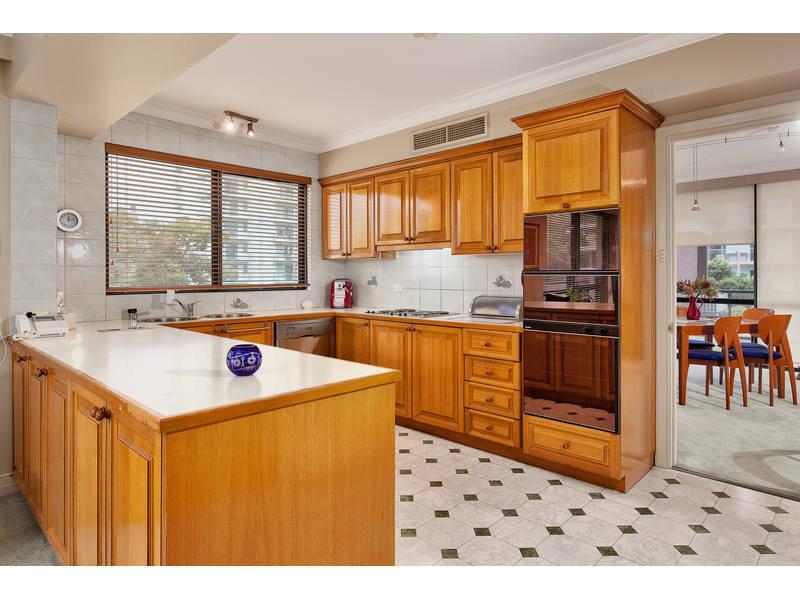 https://propertyphotos.vaultre.com.au/835/768782__reaimport-1568686804-348144-29806.jpg