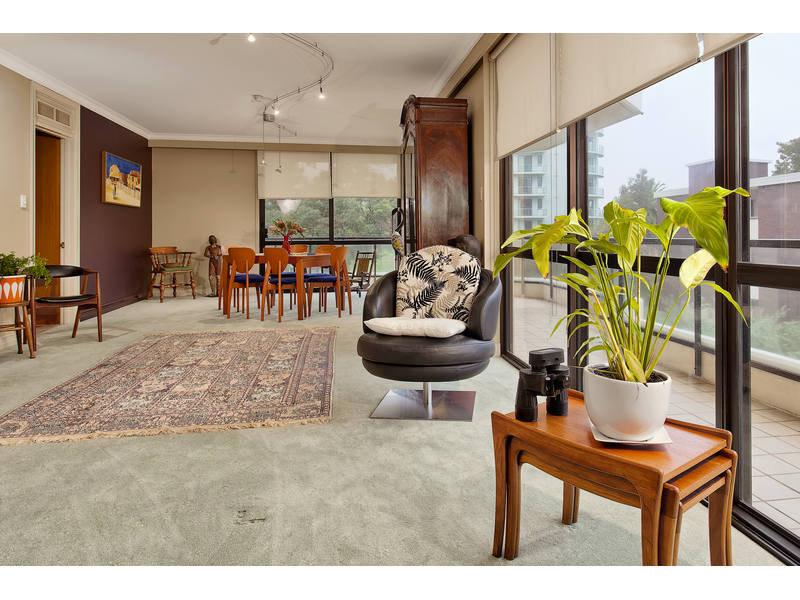 https://propertyphotos.vaultre.com.au/835/768784__reaimport-1568686805-348144-29806.jpg