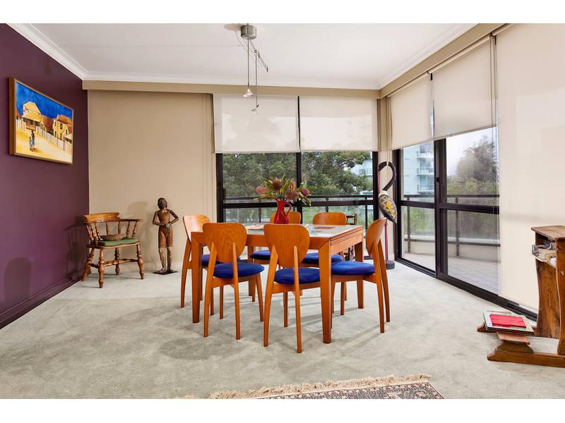 https://propertyphotos.vaultre.com.au/835/768785__reaimport-1568686805-348144-29806.jpg