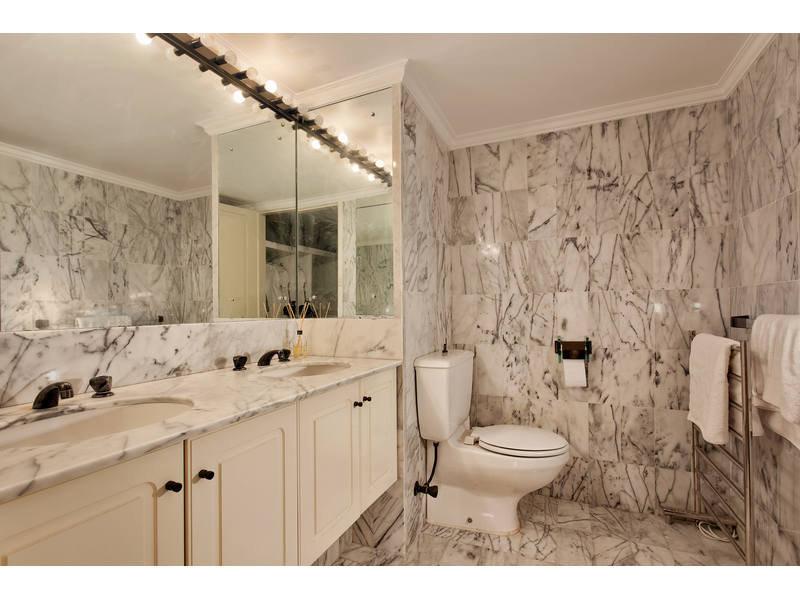https://propertyphotos.vaultre.com.au/835/768787__reaimport-1568686805-348144-29806.jpg