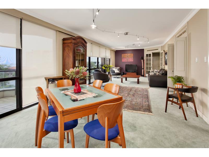 https://propertyphotos.vaultre.com.au/835/768788__reaimport-1568686806-348144-29806.jpg