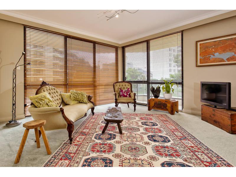 https://propertyphotos.vaultre.com.au/835/768790__reaimport-1568686806-348144-29806.jpg