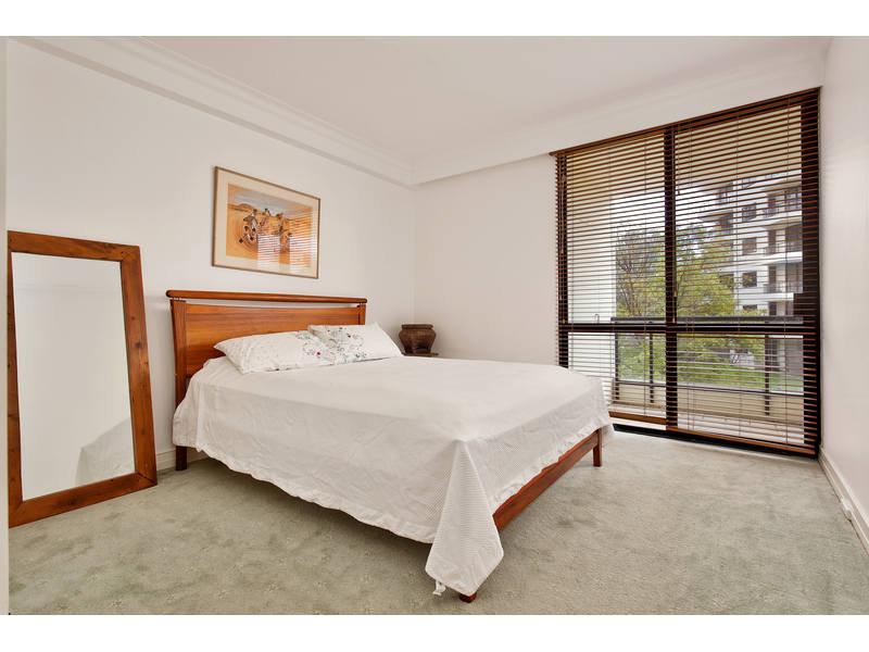 https://propertyphotos.vaultre.com.au/835/768791__reaimport-1568686806-348144-29806.jpg