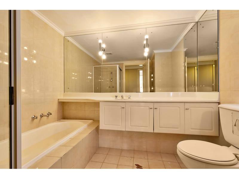 https://propertyphotos.vaultre.com.au/835/768792__reaimport-1568686807-348144-29806.jpg