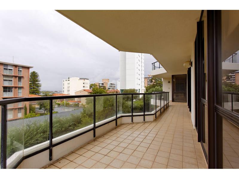https://propertyphotos.vaultre.com.au/835/768793__reaimport-1568686807-348144-29806.jpg