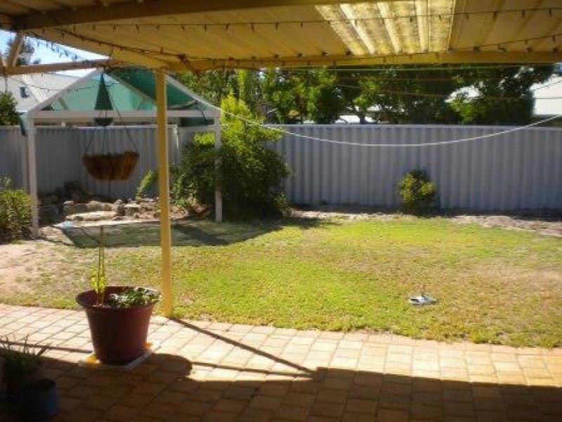 https://propertyphotos.vaultre.com.au/835/769551__reaimport-1568687061-348219-29880.jpg