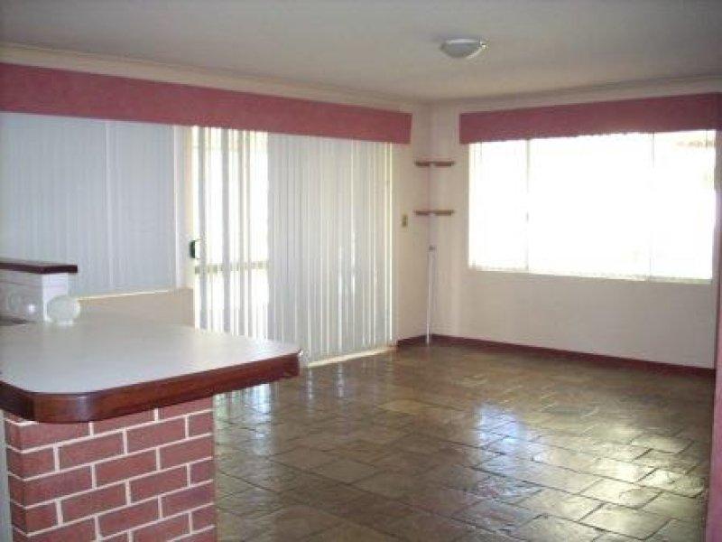 https://propertyphotos.vaultre.com.au/835/769552__reaimport-1568687061-348219-29880.jpg