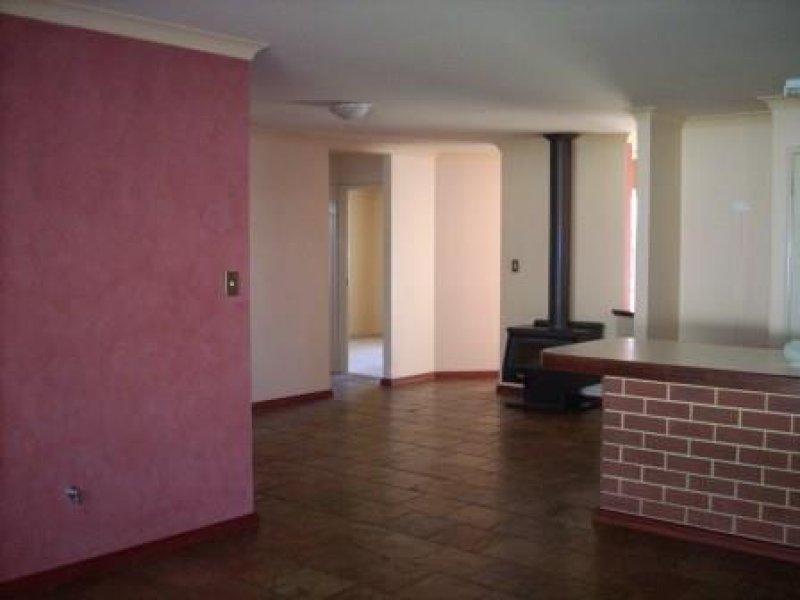 https://propertyphotos.vaultre.com.au/835/769553__reaimport-1568687061-348219-29880.jpg