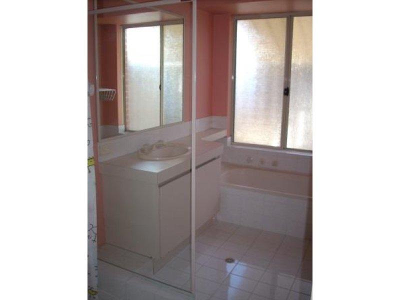 https://propertyphotos.vaultre.com.au/835/769554__reaimport-1568687061-348219-29880.jpg