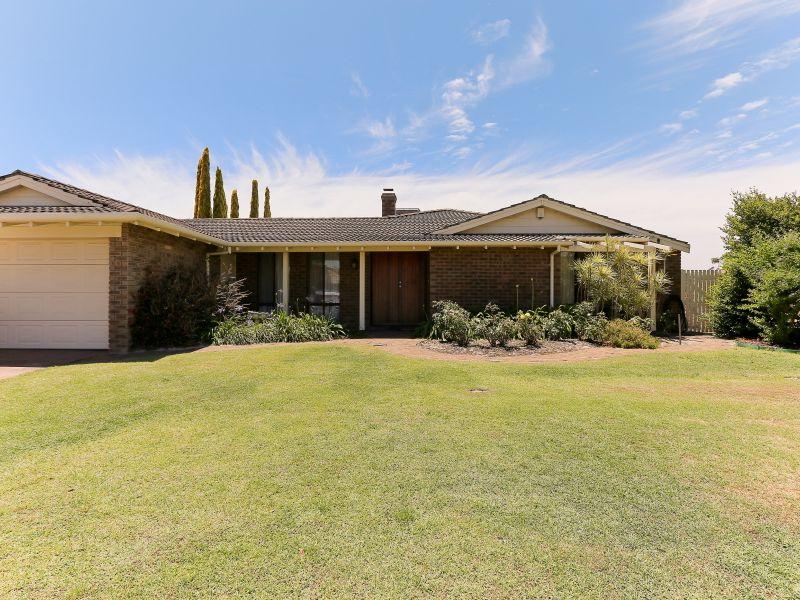 https://propertyphotos.vaultre.com.au/835/769596__reaimport-1568687075-348223-29884.jpg