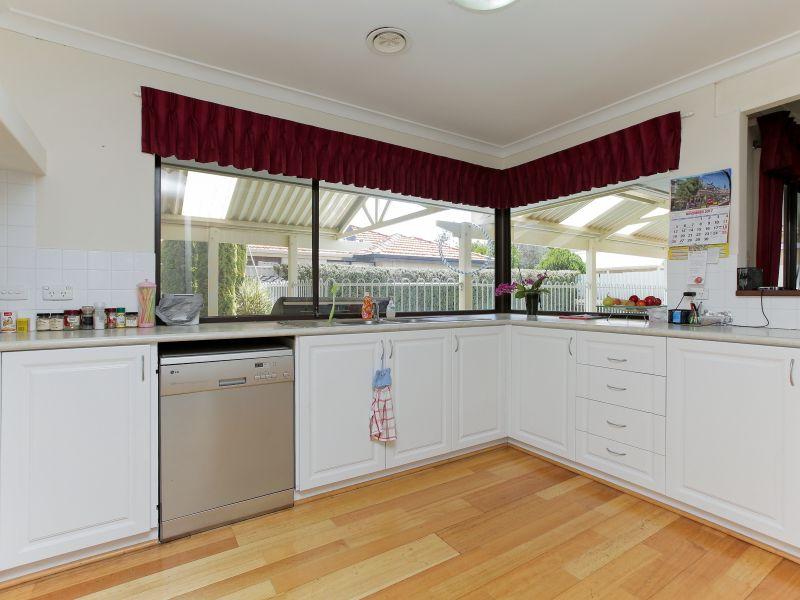 https://propertyphotos.vaultre.com.au/835/769597__reaimport-1568687075-348223-29884.jpg