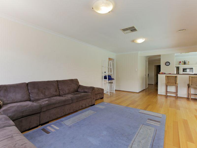 https://propertyphotos.vaultre.com.au/835/769599__reaimport-1568687076-348223-29884.jpg