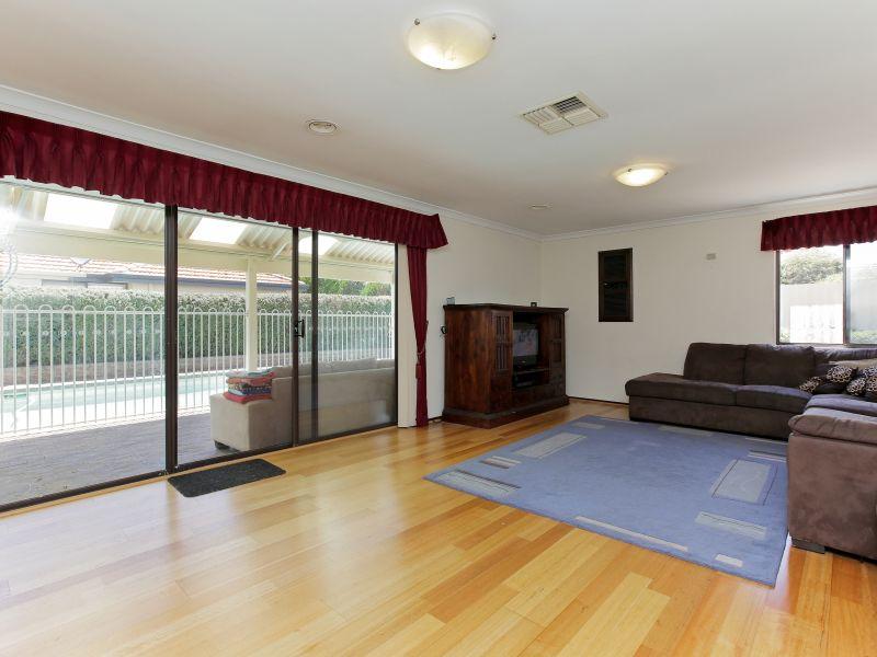 https://propertyphotos.vaultre.com.au/835/769600__reaimport-1568687076-348223-29884.jpg