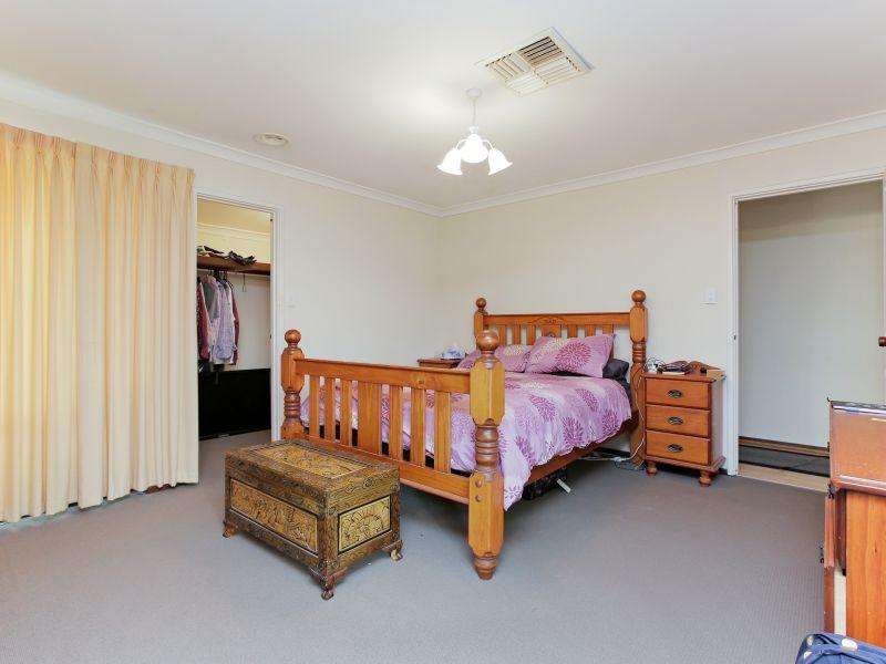 https://propertyphotos.vaultre.com.au/835/769601__reaimport-1568687077-348223-29884.jpg