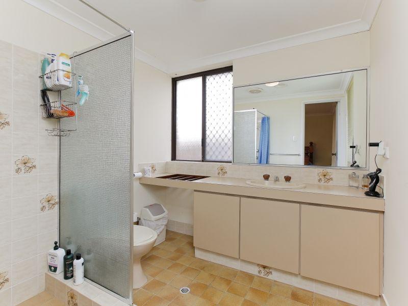 https://propertyphotos.vaultre.com.au/835/769602__reaimport-1568687077-348223-29884.jpg