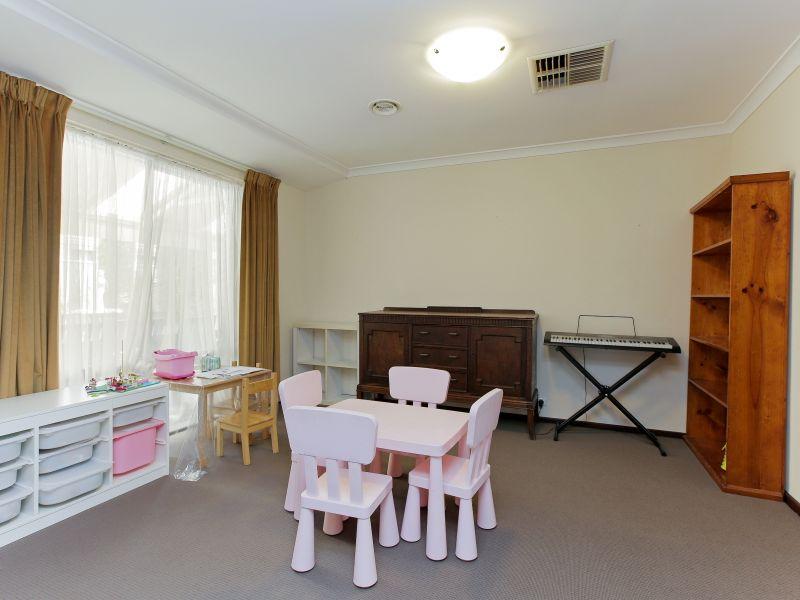 https://propertyphotos.vaultre.com.au/835/769603__reaimport-1568687077-348223-29884.jpg