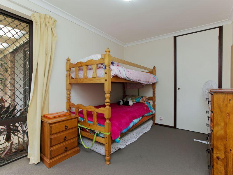 https://propertyphotos.vaultre.com.au/835/769604__reaimport-1568687078-348223-29884.jpg