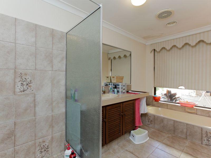 https://propertyphotos.vaultre.com.au/835/769605__reaimport-1568687078-348223-29884.jpg