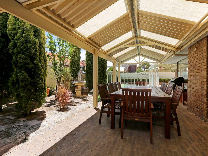 https://propertyphotos.vaultre.com.au/835/769606__reaimport-1568687078-348223-29884.jpg