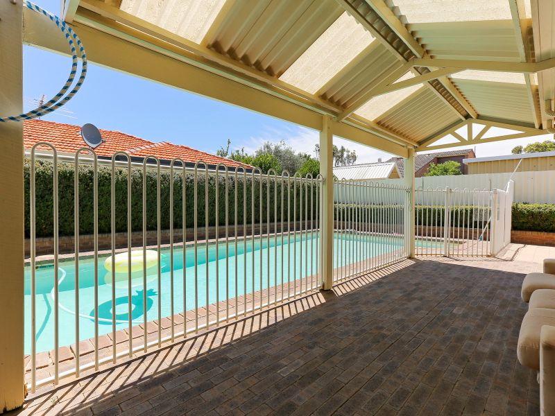 https://propertyphotos.vaultre.com.au/835/769607__reaimport-1568687079-348223-29884.jpg