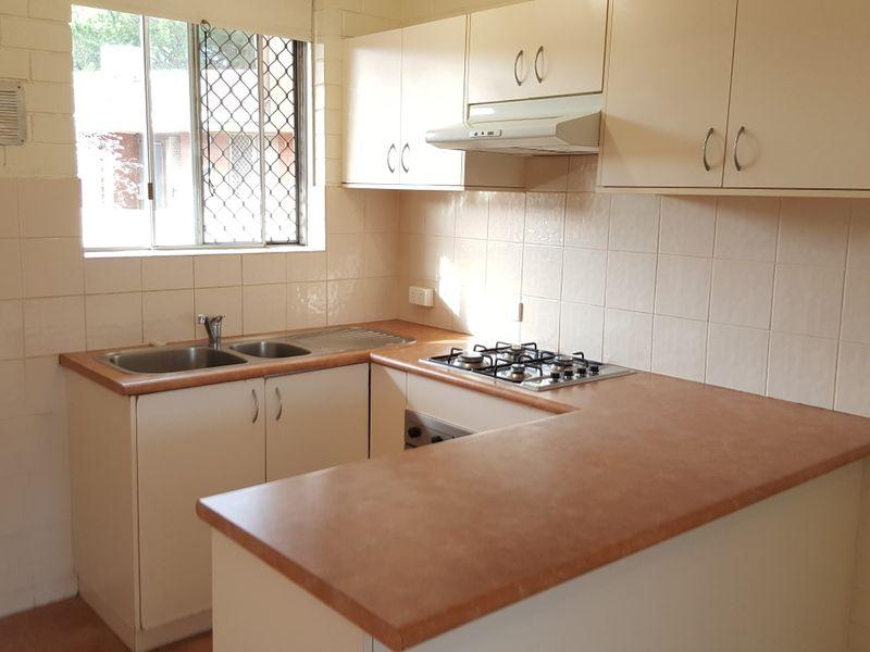 https://propertyphotos.vaultre.com.au/835/769683__reaimport-1568687101-348232-29892.jpg