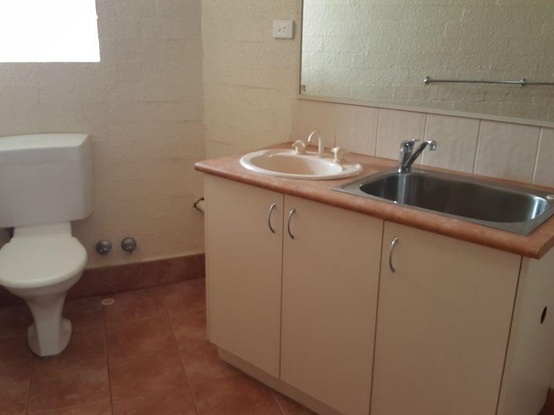 https://propertyphotos.vaultre.com.au/835/769685__reaimport-1568687102-348232-29892.jpg