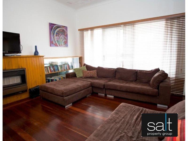 https://propertyphotos.vaultre.com.au/835/770044__reaimport-1568687212-348267-29925.jpg