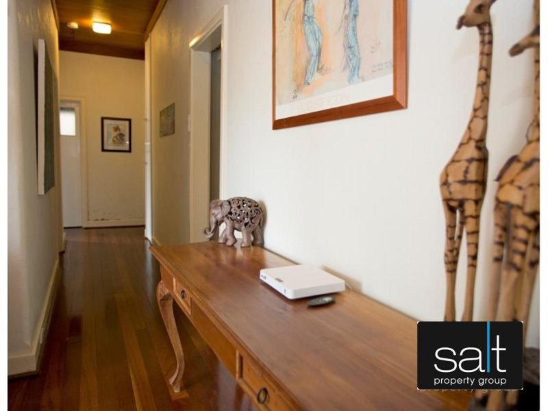 https://propertyphotos.vaultre.com.au/835/770046__reaimport-1568687213-348267-29925.jpg