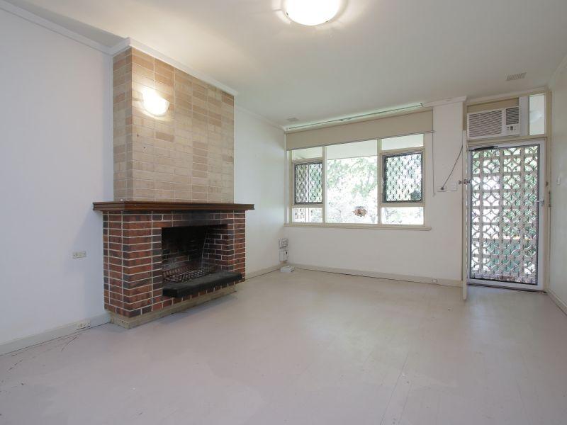 https://propertyphotos.vaultre.com.au/835/770241__reaimport-1568687261-348284-29942.jpg
