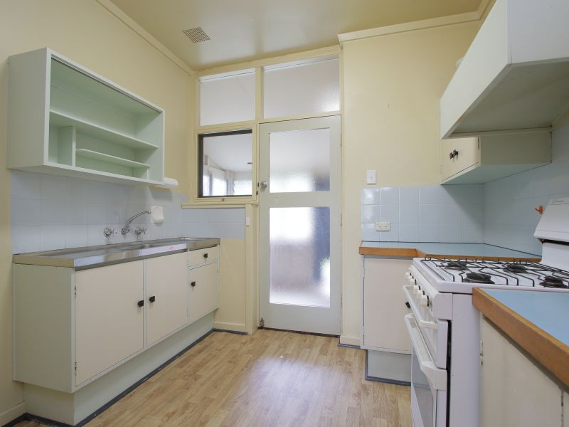 https://propertyphotos.vaultre.com.au/835/770242__reaimport-1568687262-348284-29942.jpg