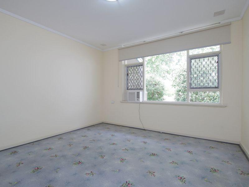 https://propertyphotos.vaultre.com.au/835/770244__reaimport-1568687262-348284-29942.jpg
